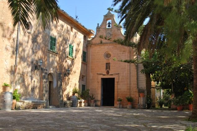 Hochzeit Finca Mallorca mit Kirche