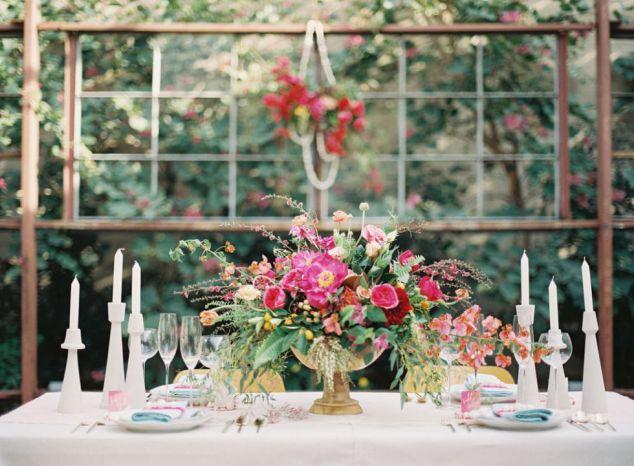 Ideen Tischdeko Frühlingshochzeit Rot, Pink und Gold